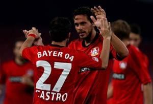 I giocatori del Bayer Leverkusen esultano dopo un gol (getty Images)