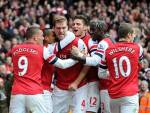 I giocatori dell'Arsenal esultano dopo un gol (Getty Images)