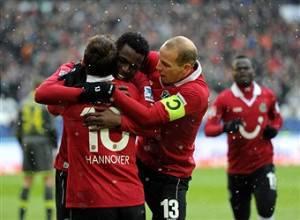 I giocatori dell'Hannover esultano dopo un gol (Getty images)