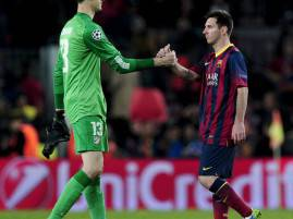 Courtois e Messi si stringono la mano (Getty Images)