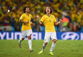 David Luiz esulta dopo un gol (Getty Images)