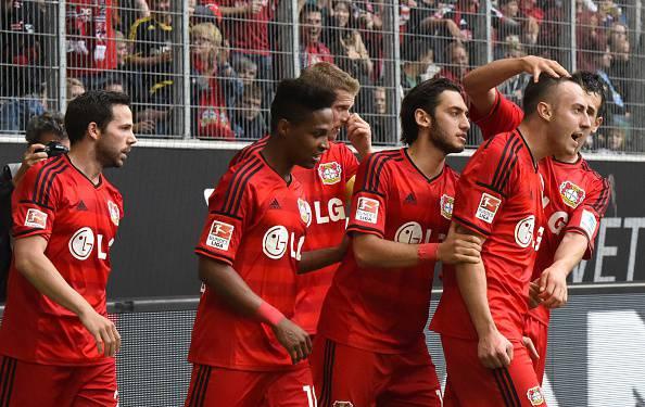 I giocatori del Leverkusen esultano dopo un gol (Getty Images)