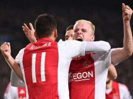 I giocatori dell'Ajax esultano dopo un gol (Getty Images)